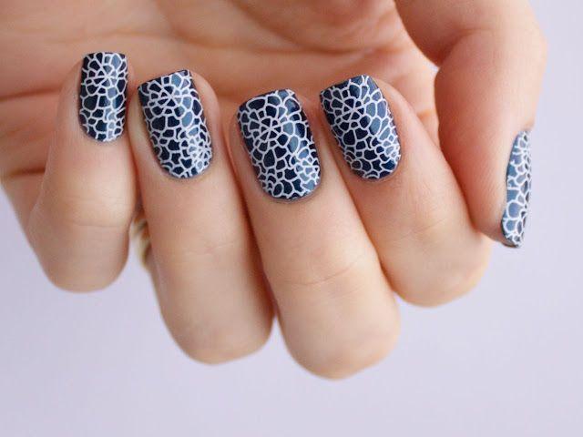 Kauniiden kynsien salaisuus: Sinivalkoiset kynnet