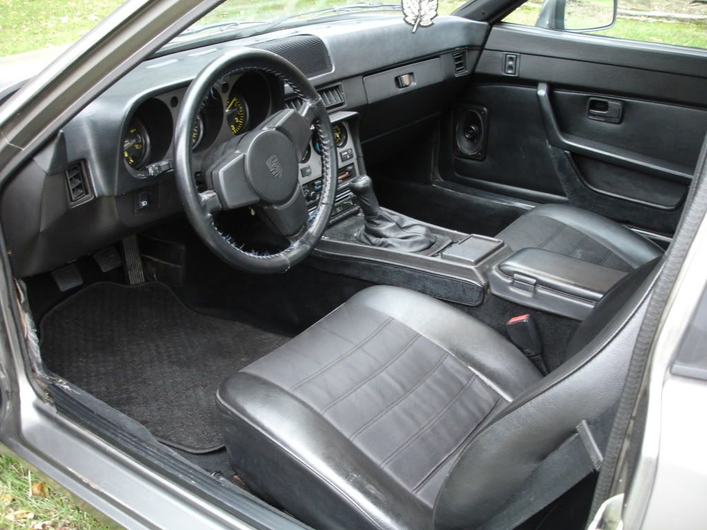 1984 Porsche 944 Dashboard With A Dash Re Pad Or Top Pad Cover For Dashboard It Looks Like A Bad Combover But I Love The Car Porsche 944 Porsche Car