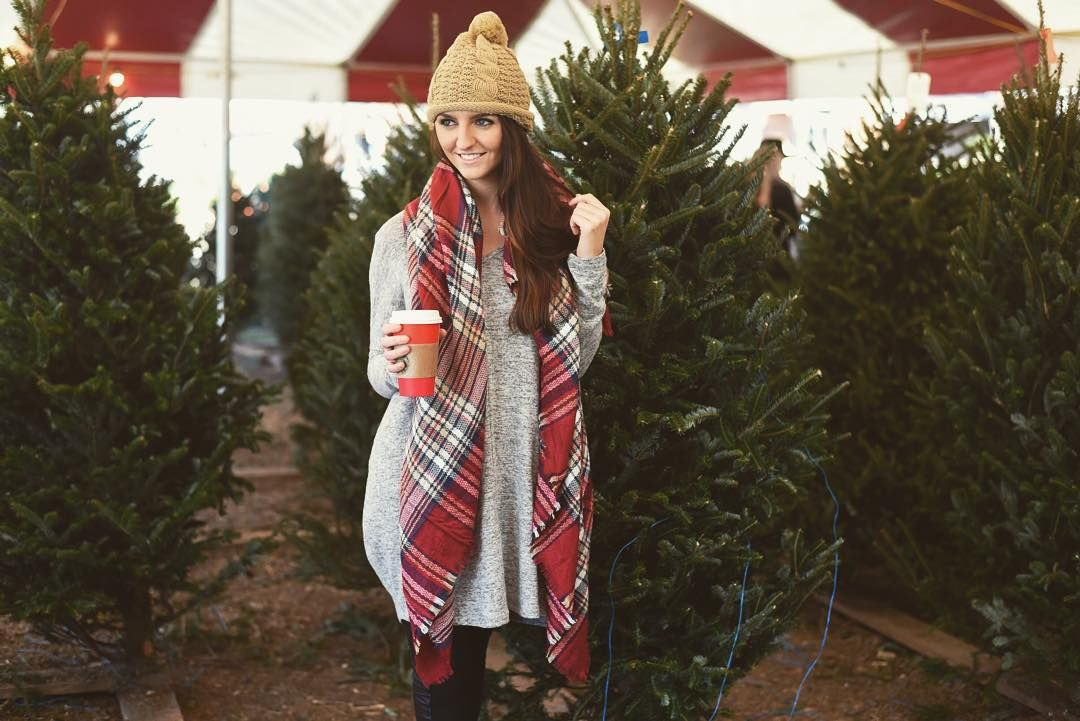 """""""Here's a sneak peek of our holiday lookbook!✨ May your season be filled with cozy sweaters, plush blanket scarves and of course, lots of Starbs! ❤️ S/O…"""""""