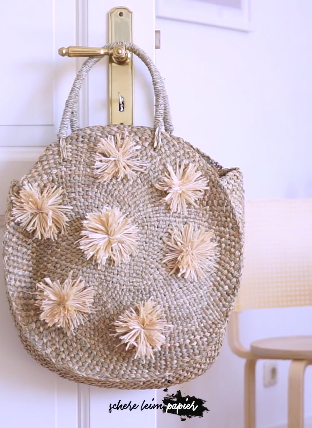 Haga una bolsa con pompones de paja: el verano se puede hacer fácilmente de …