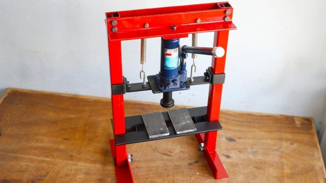 How To Make Mini Hydraulic Press Machine Without Welding Hydraulic Press Machine Welding Projects Welding