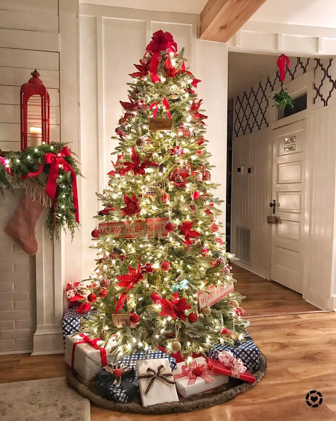 Is there anything better than a Christmas tree at night? I don't think so. This tree from @balsamhill #ad looks so real and I love how…