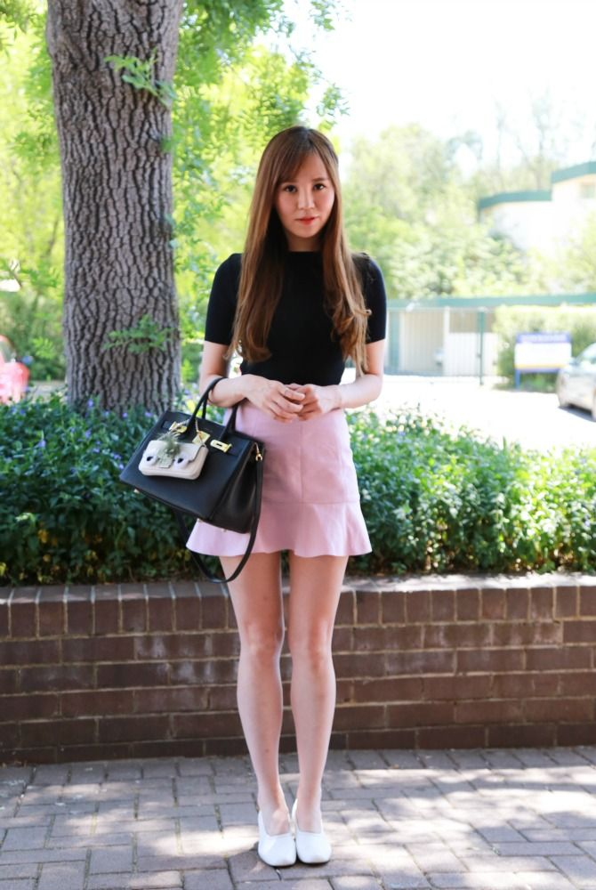 Street Stylin' Kingston Foreshore: Florrie pairs an Hermès inspired bag with her summer essential pastel shorts.