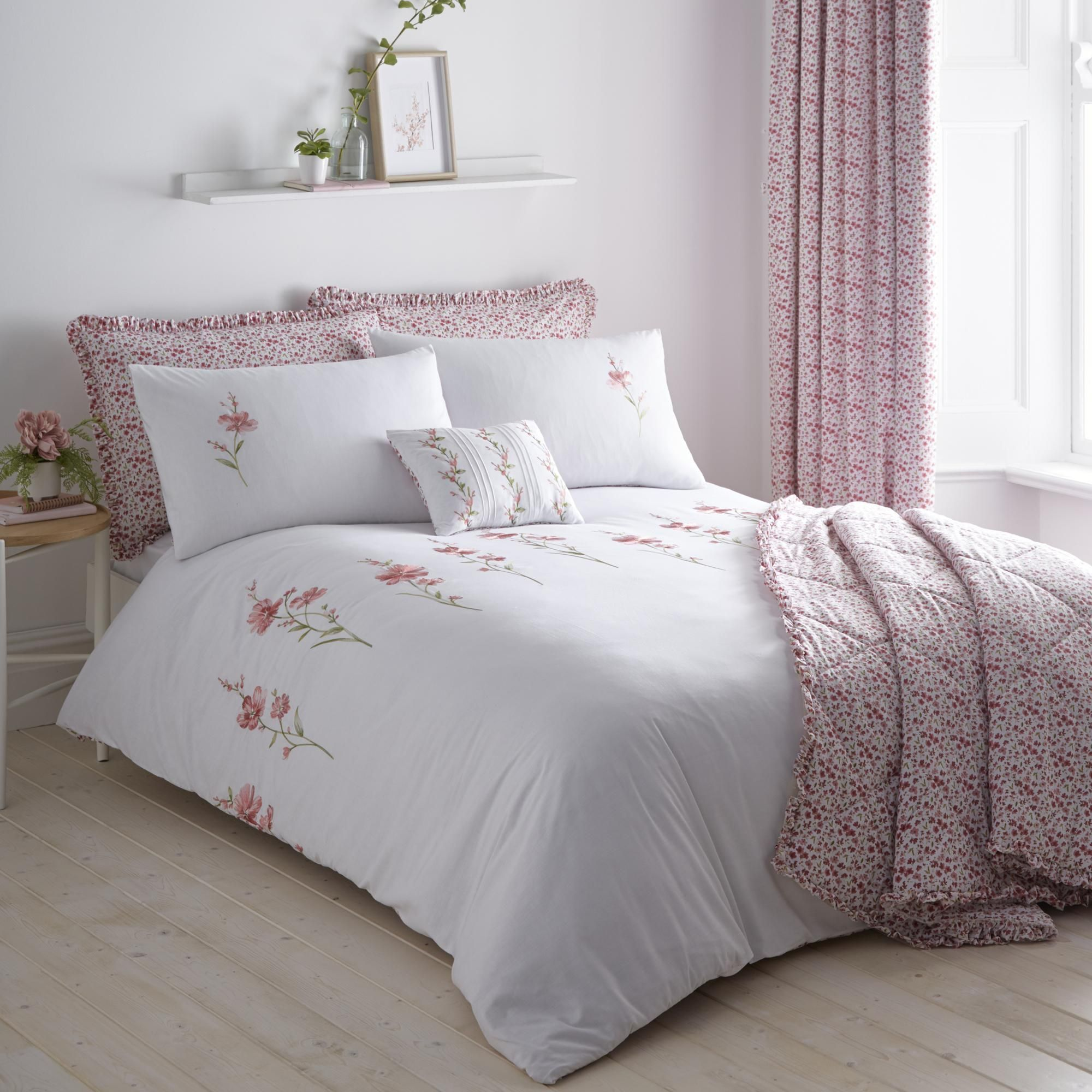 Callie Pink Floral Bedspread In 2020 Pleated Curtains Floral Bedspread Bed Spreads