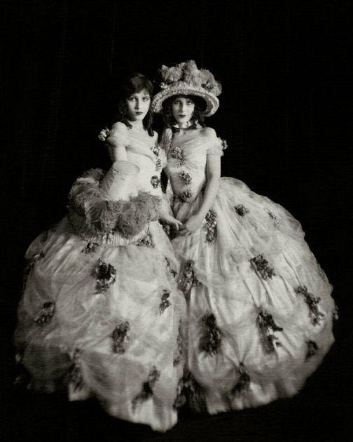 Madeline and Marion Fairbanks, 1923Photographer: Nickolas Muray  (viaclassicfilmheroines)