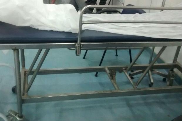 Paciente denuncia falta de macas na UPA de Nova Descoberta http://diariode.pe/bn8w