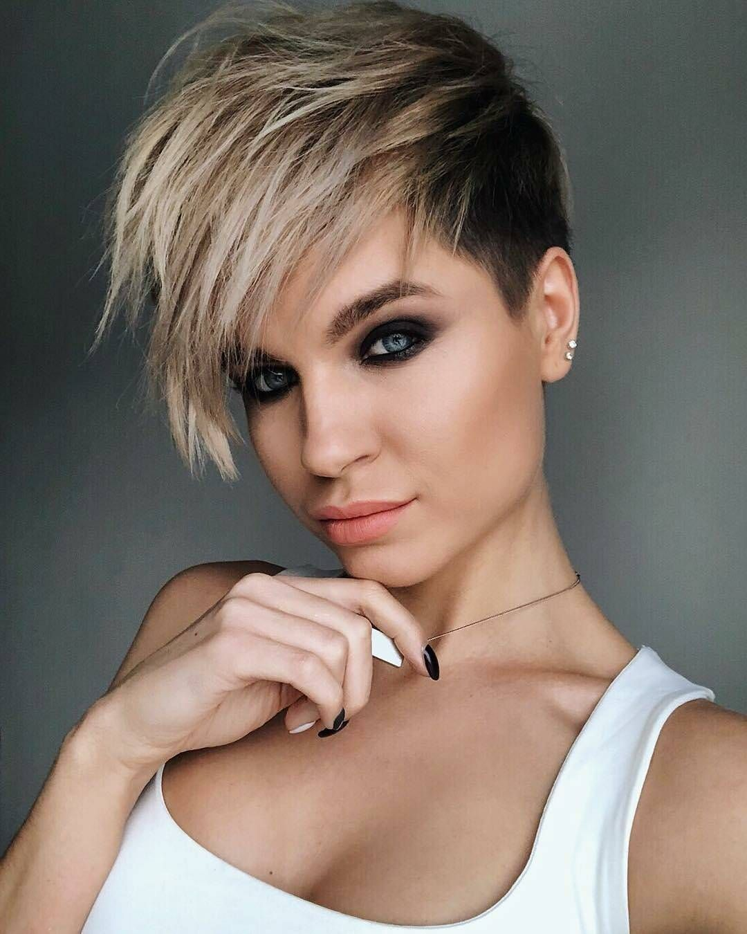 Chic short hairstyles for thick hair women short haircut