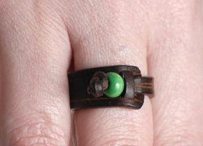 Anillo de cuero simple con cuentas de madera, anillo minimalista, joyas de cuero, anillo de mujer, regalos únicos, regalo para ella, ideas de regalo para mujeres, banda de anillo.