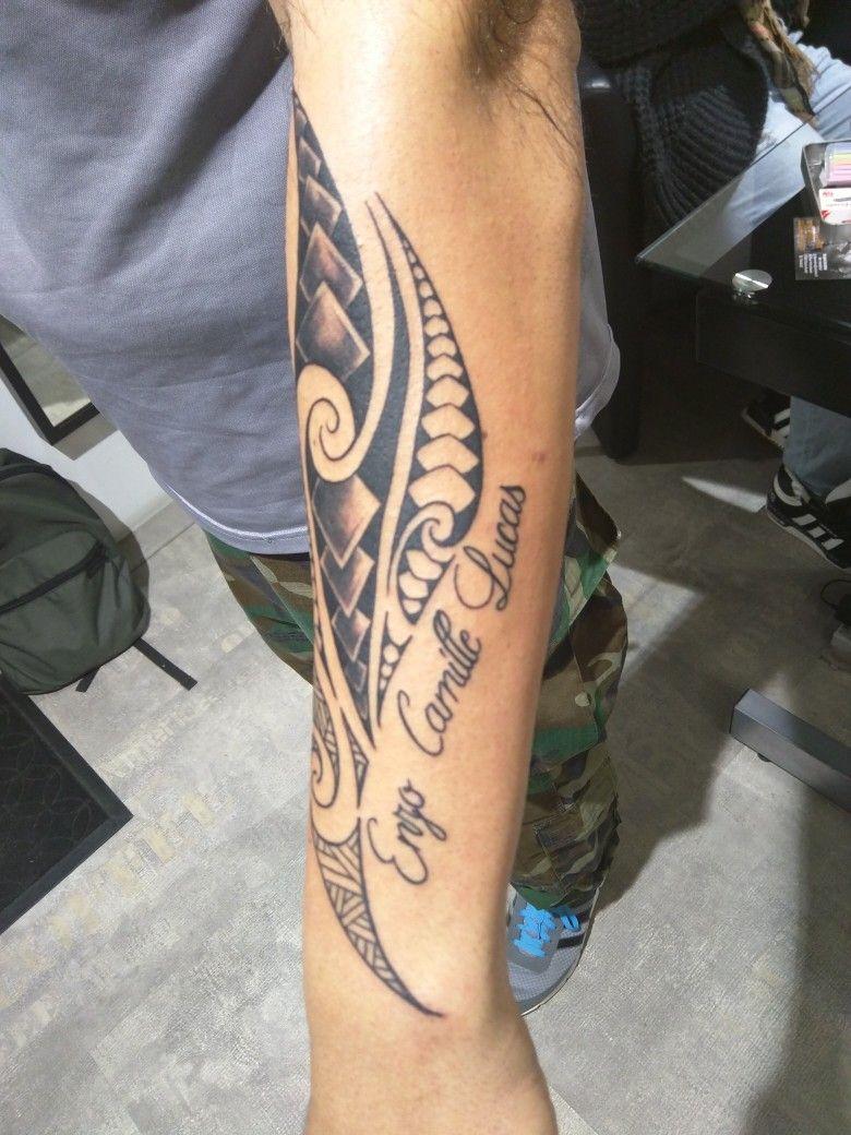 Tatouage Homme Style Maori Avec Prenoms Tatouage Prenom Avant
