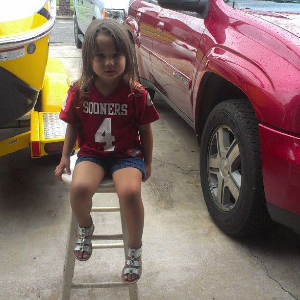 SHE IS SO CUTE I LOVE HER OU JERSEY