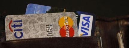 Governo força bancos a baixar taxas dos cartões de crédito