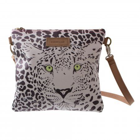 We love it wild -  this small shoulder bag with fantastic leather details is the perfect accessory for every day! The robust material and the fabulous prints turn this bag into a genuine all-rounder.