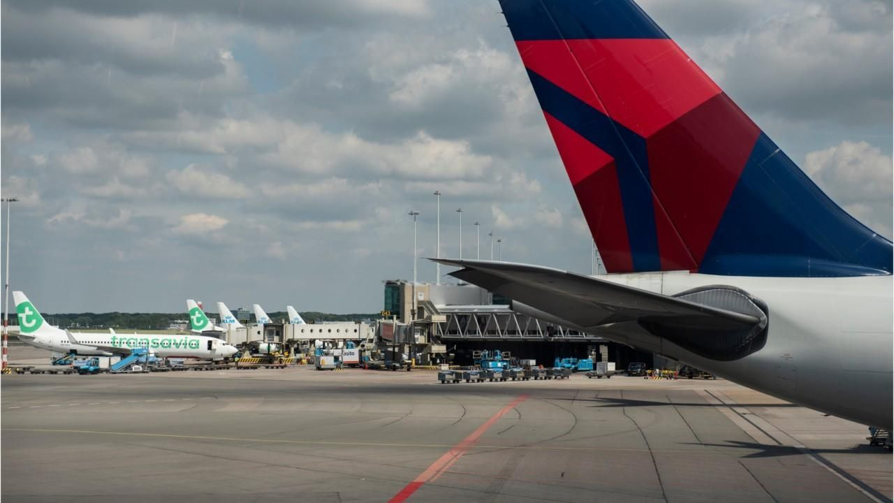 Girl Dies Of Heart Attack On Plane Leaving Lax Report Says New Travel Heart Attack Travel Photography
