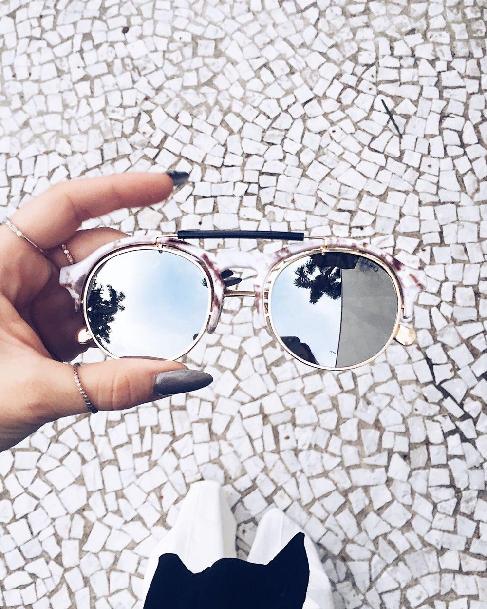 1303c88a8 O que comprar na SALE + Wishlist para cada tipo de mulher, veja! óculos com  detalhe em mármore espelhado