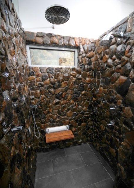 Duchas de piedra fotos ideas y consejos duchas for Duchas rusticas piedra