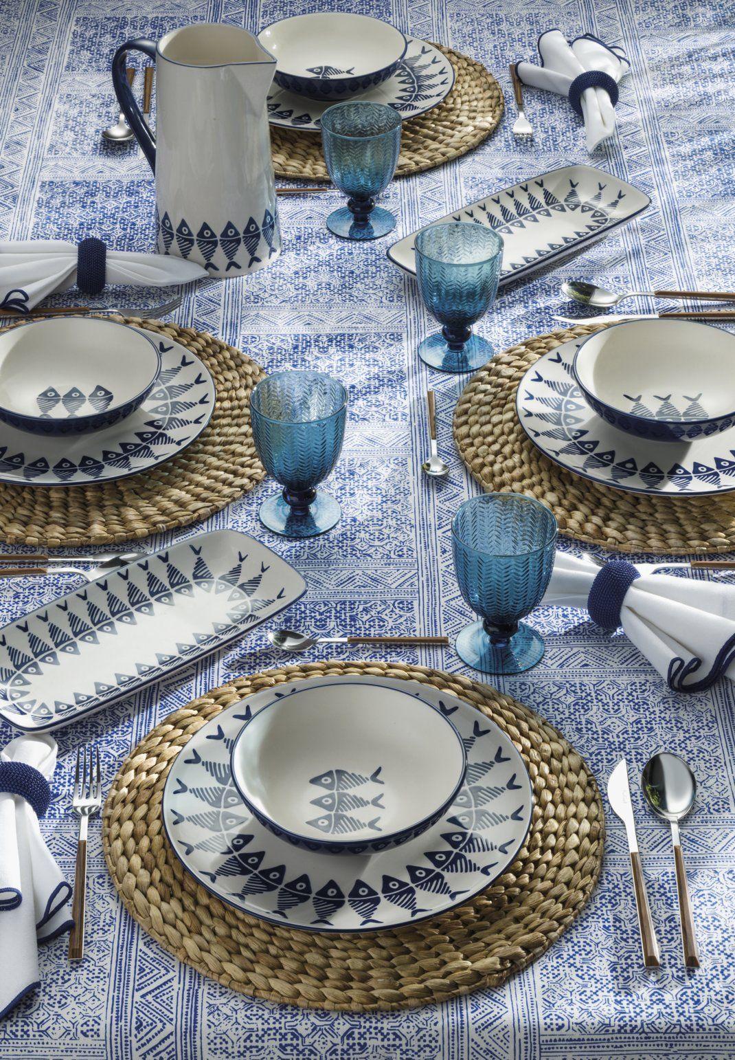 As cores do mar sentadas à mesa.