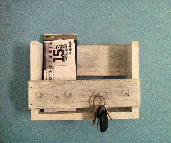 Rustic Key Holder Mail Organizer White Key Holder Reclaimed Wood Key Rack Entryway Shelf Key Hook Entryway Decor White Shelf With Images Diy Wooden Projects Pallet Projects Furniture Wooden Key Holder