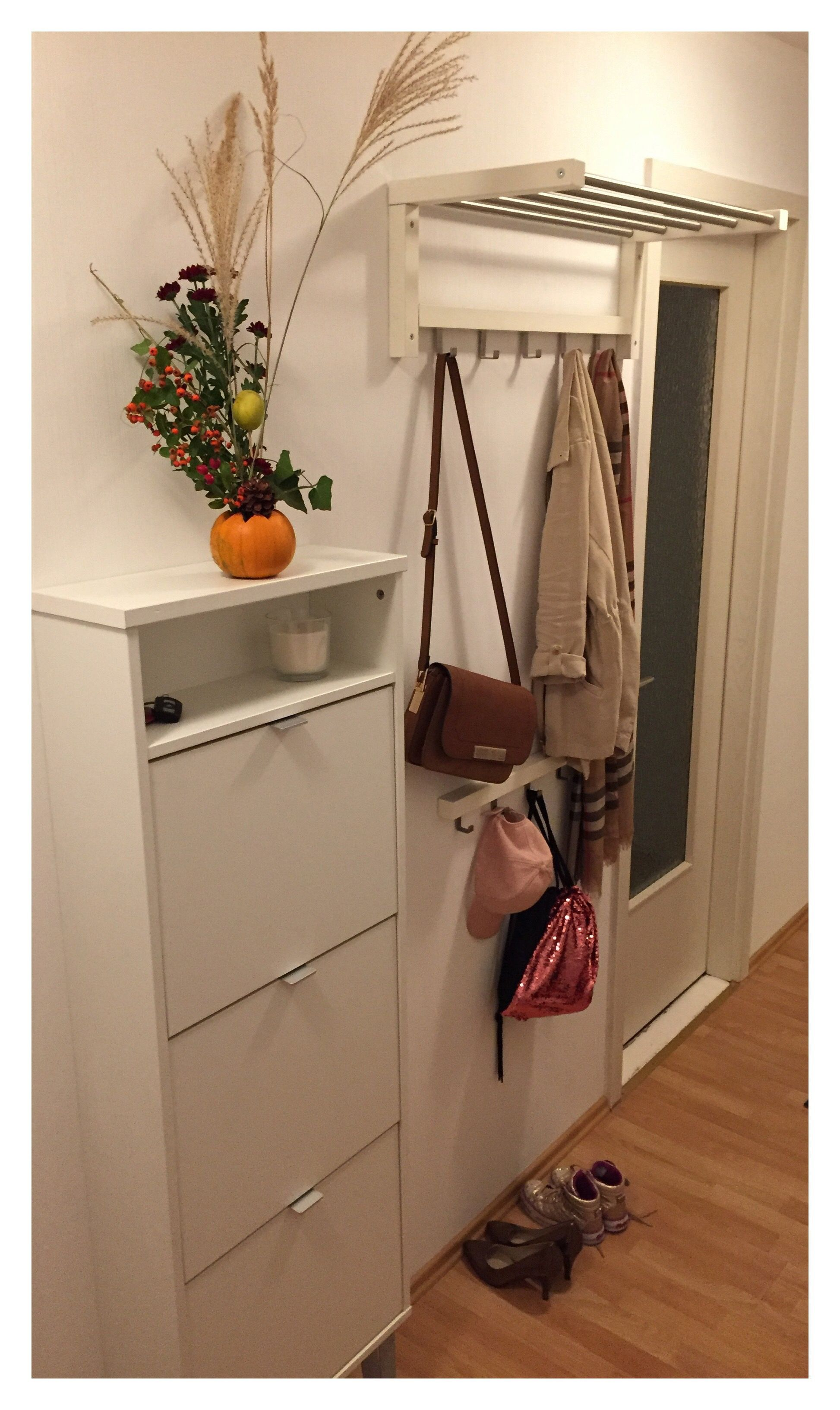 Kleiner Flur, wenig Möglichkeiten. Garderobe und Schuhschrank in ...