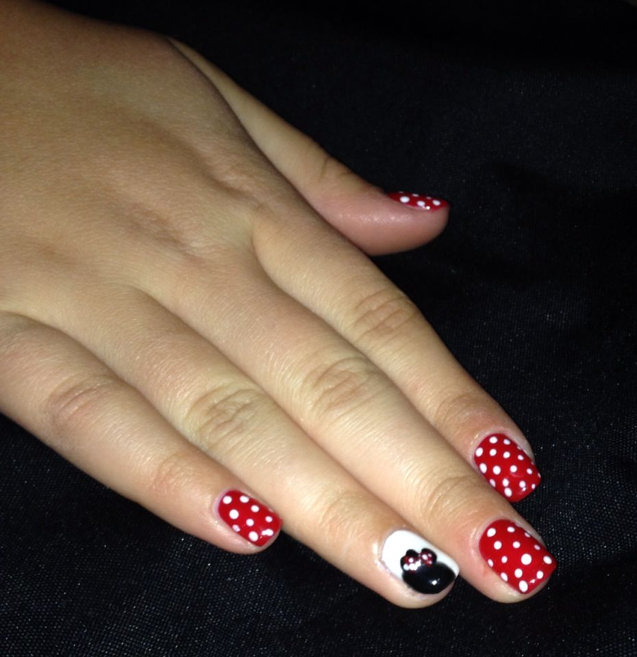 Minnie Mouse nails just in time for Disneyland trip