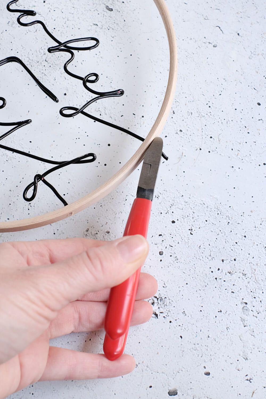 DIY Türkranz aus Stickrahmen im schlichten Design