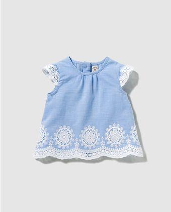 b5e06a5a4 Blusa de bebé niña Brotes azul con bordados | CON I BLOQUE V | Moda ...