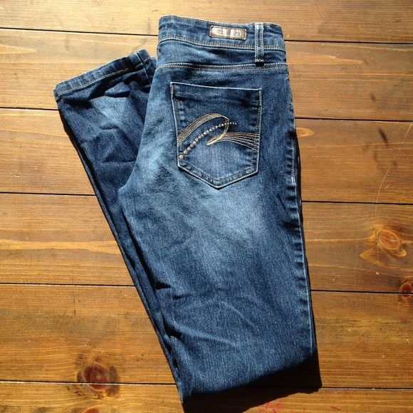 Goldy low rise skinny jeans (7) Glo goldy low rise skinny jeans size 7. 70% cotton 28% polyester 2% spandex Glo Jeans Skinny