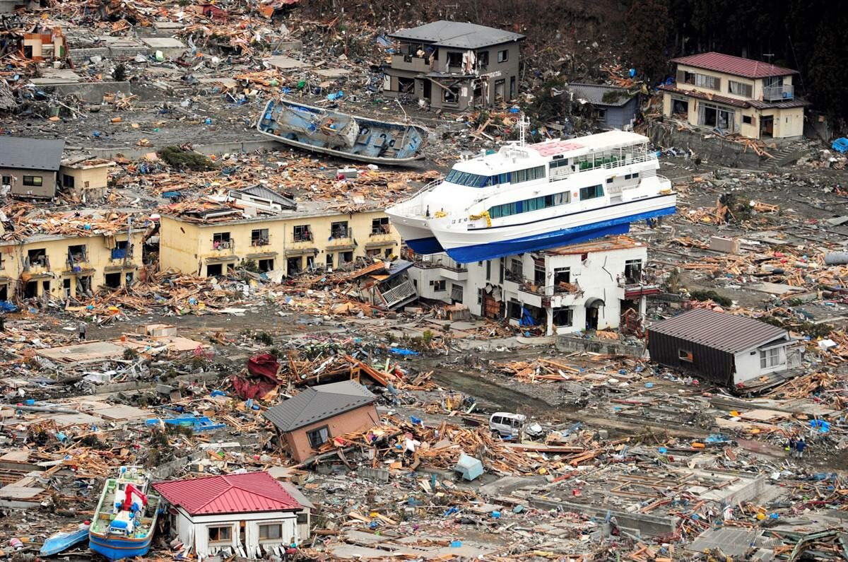 11 Facts You Didn T Know About The 2004 Tsunami Tsunami Natural Disasters Pictures