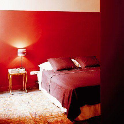 Un rouge franc dans une chambre à coucher | Rouge, Bedrooms and Walls