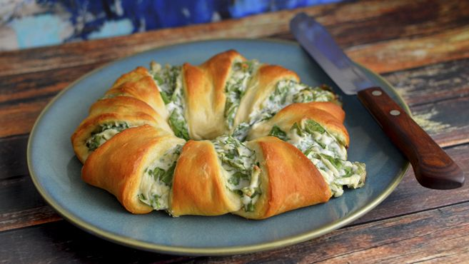Pinterest: @1jasminedesiree IVegan Spinach Dip Crescent Roll Ring - Rich Bitch Cooking Blog