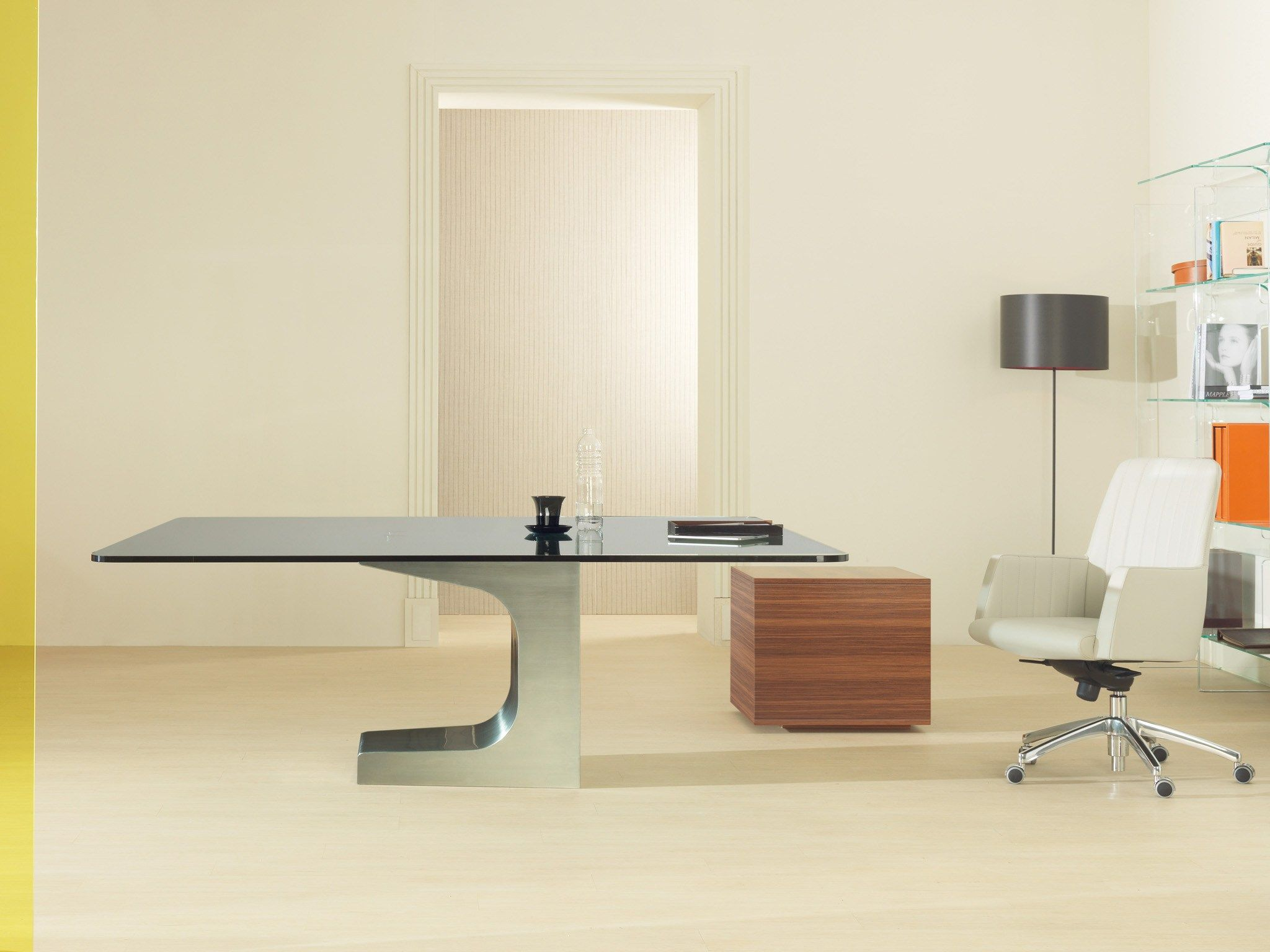 Square glass table NIEMEYER by ESTEL GROUP   design Oscar ...