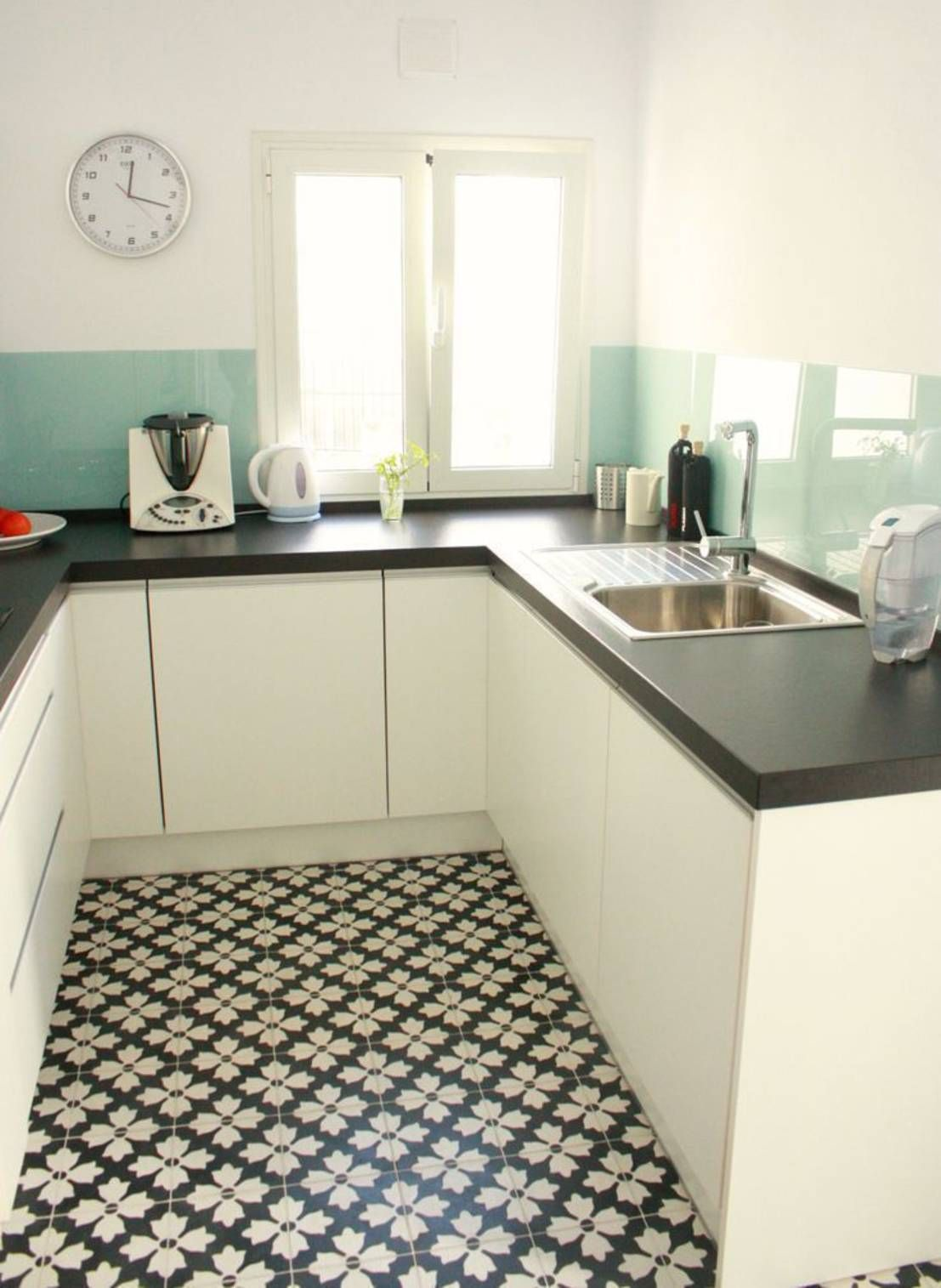 5 cocinas modernas peque as suelo cocinas cocinas - Baldosas suelo cocina ...