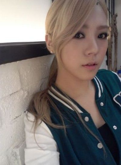After School S Lizzy Shares A Beautiful Selca Lizzy After School Kpop Girls After School
