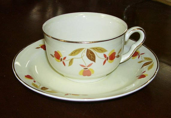 Autumn Leaf Is The Pattern Name That Hall China Company Gave To This Beautiful But Simple Pattern However Since The Jewel T Vintage Cups Tea Jewel Tea Dishes