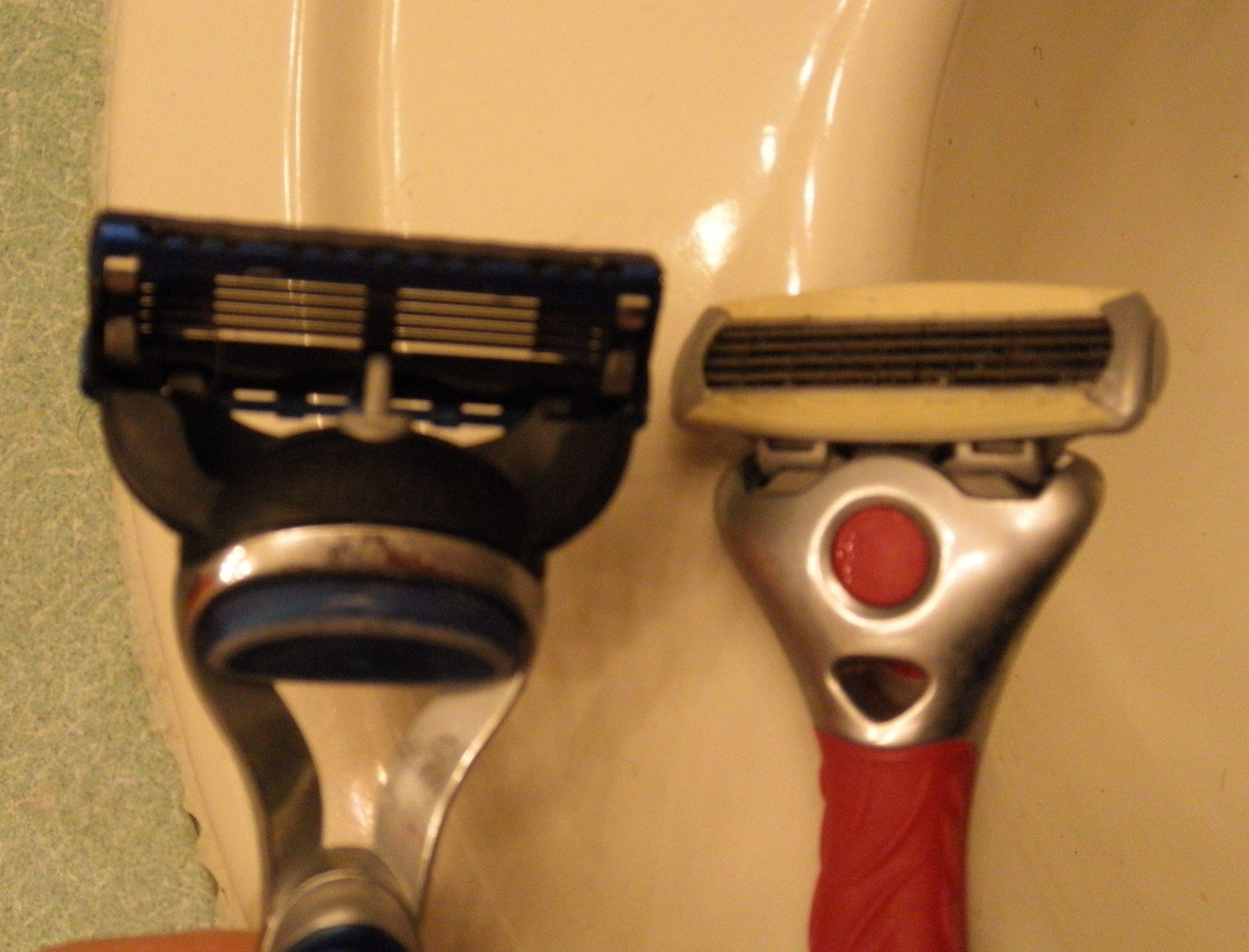 ドッキリ!夫婦みたいな髭剃りのスマホ壁紙