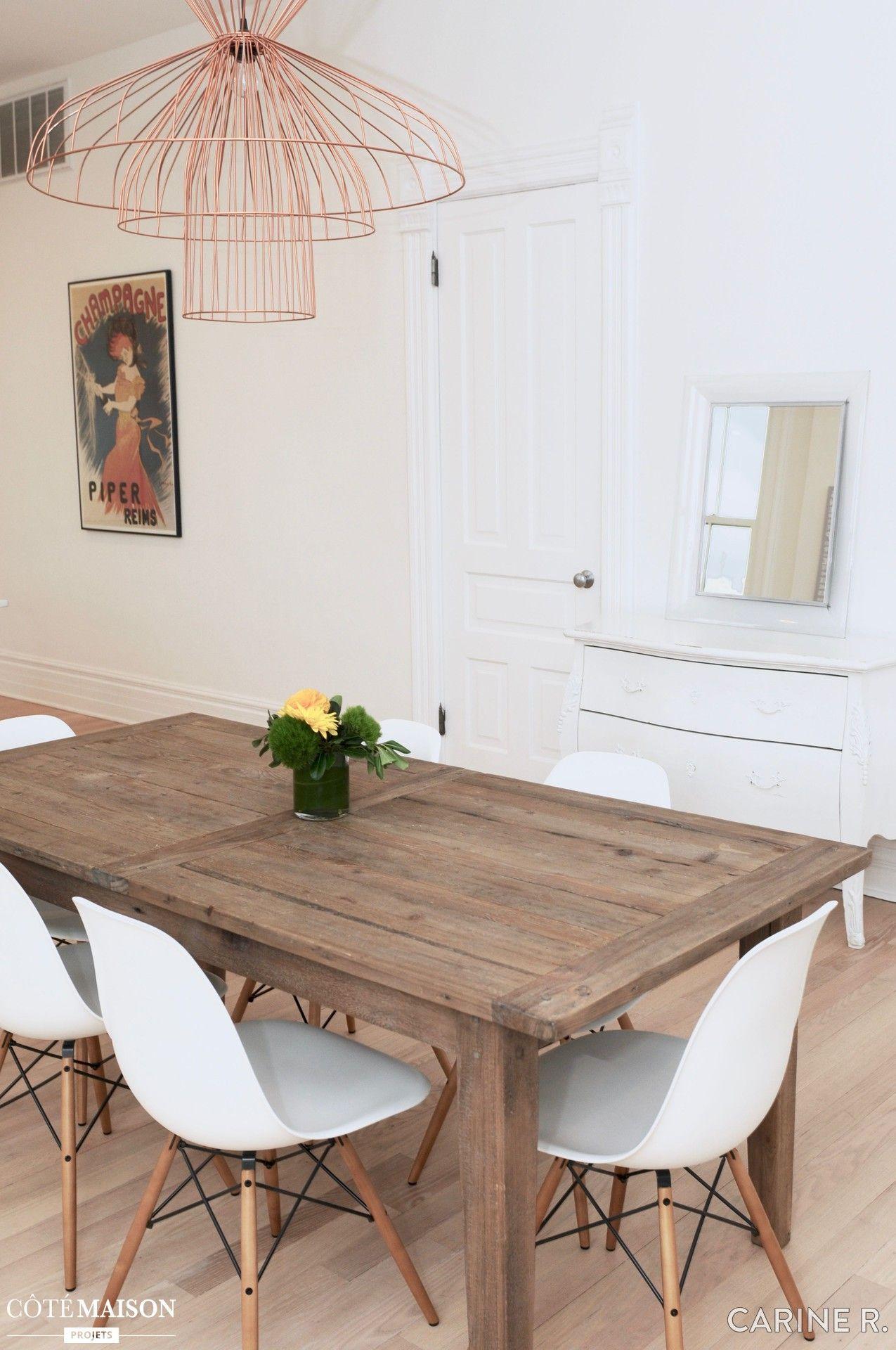 La table en bois brut de cette salle manger r chauffe l - Table cuisine bois brut ...