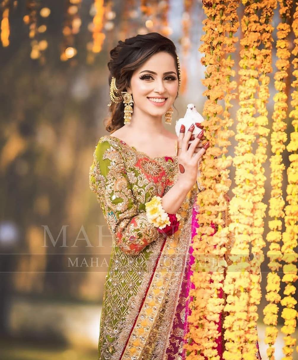 Awesome Mehndi Photoshoot Of Nimra Khan Daily Infotainment In 2020 Bridal Photoshoot Pakistani Wedding Photography Pakistani Bridal Wear