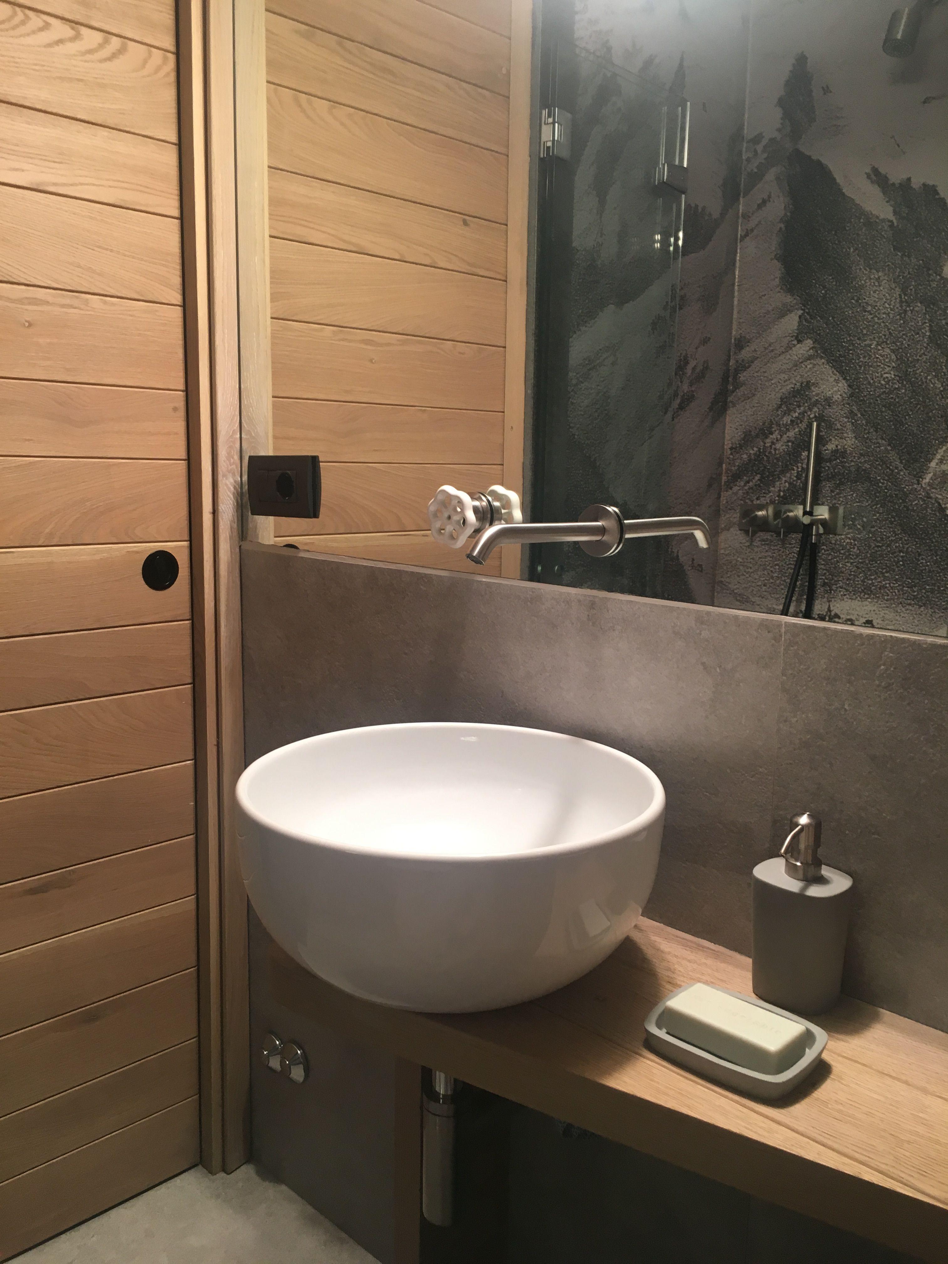 Piccolo bagno, nella doccia carta da parati Wet di