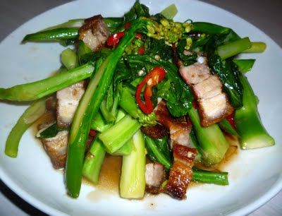 Phat Khana Muu Krop ผักคะน้าหมูกรอบ Stir Fried Kailan With