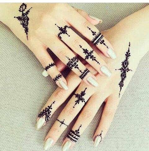 Pin By Viktoria On Maquillage Maison Henna Tattoo Hand Simple Henna Tattoo Henna Tattoo Designs