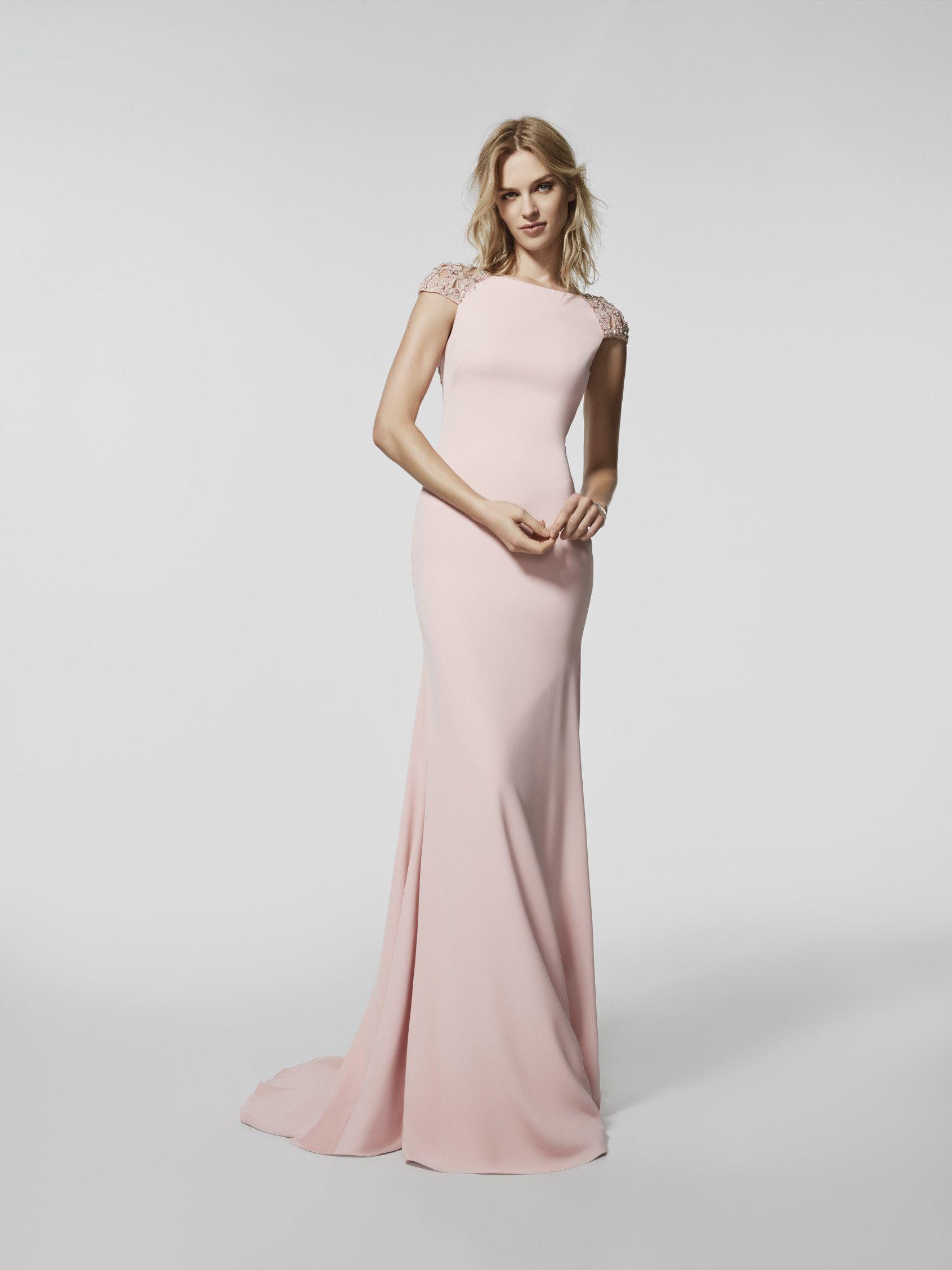 c2067cc08 Vestido de fiesta (modelo GRAEL) de color rosa pálido con un escote  delantero tipo barco y con escote a espalda cuadrada . Vestido largo de la  línea sirena ...