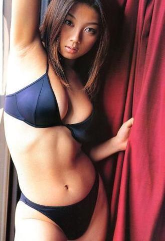 小池栄子さんのビキニ