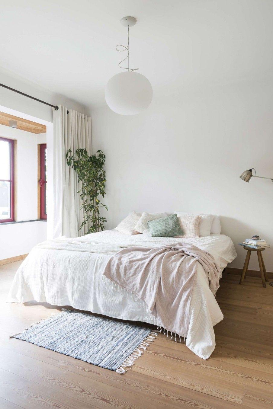Slaapkamer met houten vloer   Bedroom with wooden floor   vtwonen ...
