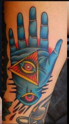 All seeing Hand: Mizz Arianna from Italy