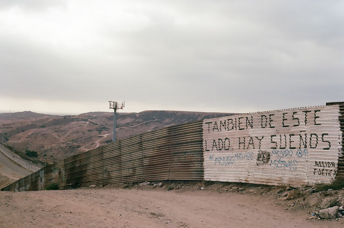 Resultado de imagen de soñar con dinero cruzar la frontera