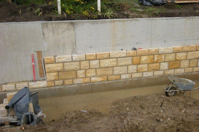 Bildergebnis Fur Betonmauer Mit Natursteinen Verkleiden Gartenmauern Natursteinmauer Mauer