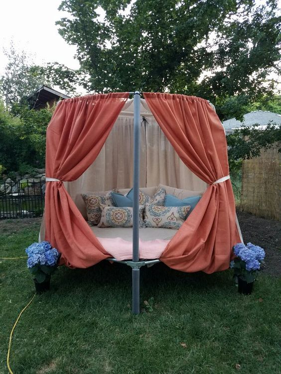 Daybed Using Old Mini Trampoline Garten In 2019
