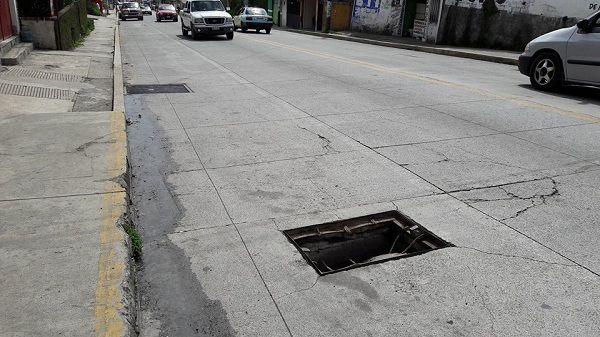 Hoyo avería a unidades sobre avenida principal de Teziutlán