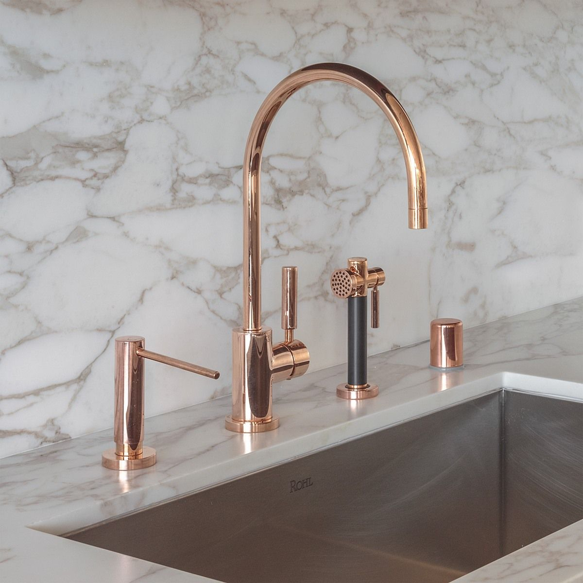 Rose Gold Faucet In A Pacific Heights Kitchen By Richard Felix Ashman Of Handel Architects Photo By David Livingst Rose Gold Kitchen Gold Faucet Gold Kitchen