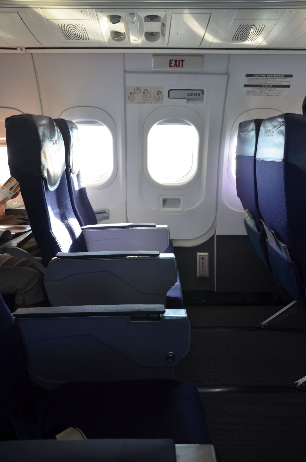 Hawaiian Airlines Boeing 717 200 First Class Cabin Seats Pitch Legroom Photos Hawaiian Airlines Boeing Fleet