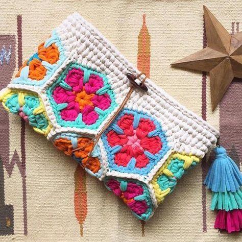 Bolso de trapillo decorado con flor africana   Flores africanas ...